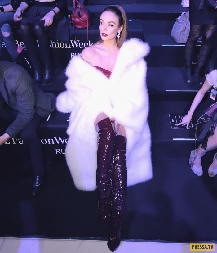 Алёна Водонаева в откровенном наряде произвела фурор на показе мод (5 фото)