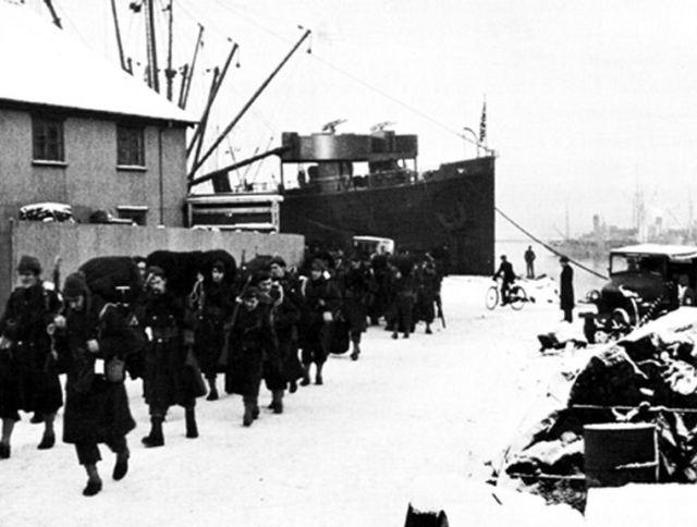 Файл:IBC US Army Troops Arriving In Reykjavik January 1942.jpg