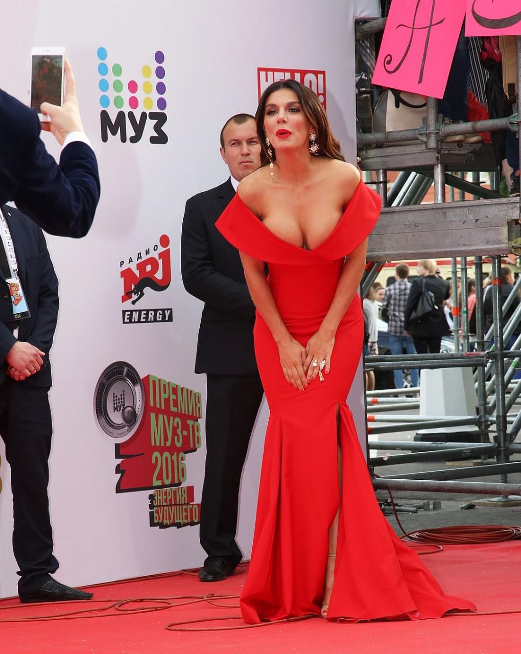 Названы самые скандальные наряды знаменитостей, в которых они блистали на красных дорожках в 2016 году
