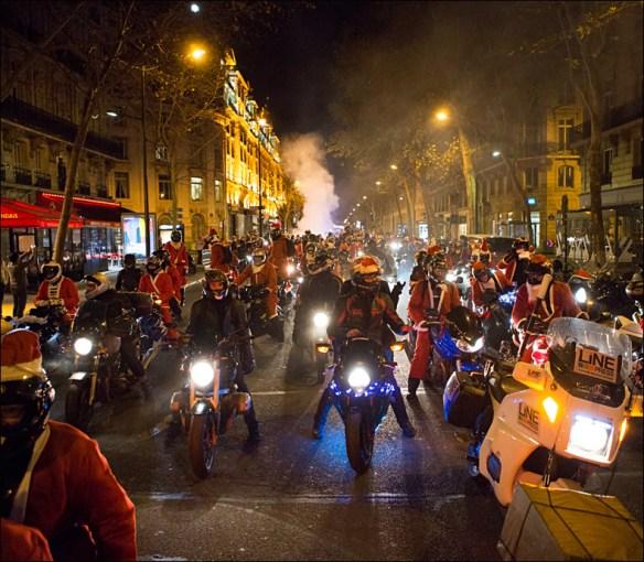 The sound of so many Santas was awesome © Jean-Baptiste Gurliat / Mairie de Paris