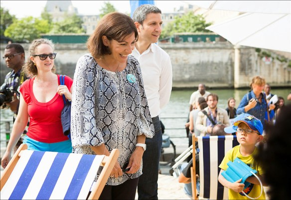 Madame la Mairie Anne Hidalgo visits Paris Plages; pic: Jean-Baptiste Gurliat/Mairie de Paris