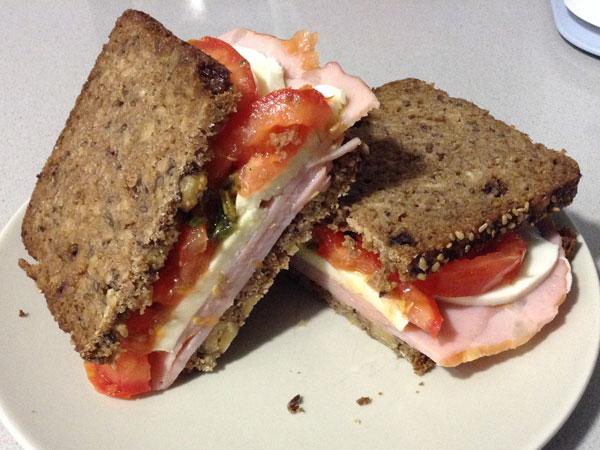 Sándwich filete sajonia  caprese