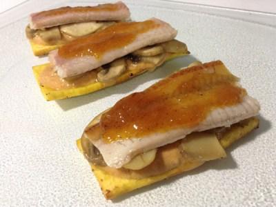 recetas de pescado: Tosta de plátano con crema de zanahoria y yogur, champiñones, anguila ahumada y glaseado de naranja