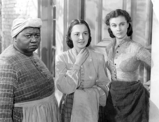 """Hattie McDaniel, Olivia de Havilland e Vivien Leigh em """"E o Vento Levou"""""""