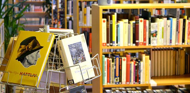 Böcker i biblioteket