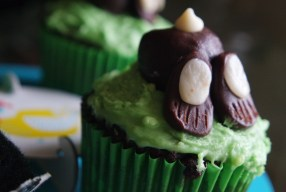Bunny bum Easter cupcakes
