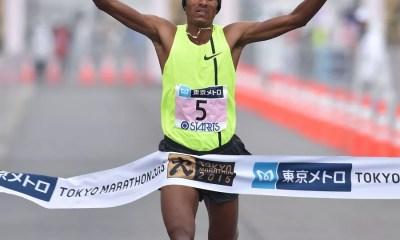 Endeshaw Negesse vence Maratona de Tóquio 2015 (Foto: Kyodo)