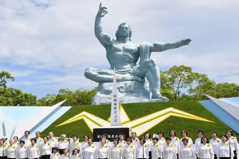 A cerimônia foi realizada no Parque da Paz de Nagaki (Foto: Asahi)
