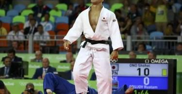 Shohei Ono venceu três dos cinco adversários com golpe perfeito (Foto: Kyodo/Reuters)