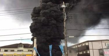 O incêndio ocorreu em uma instalação da Tepco na cidade de Niiza, ao norte de Tóquio (Foto: Kyodo)