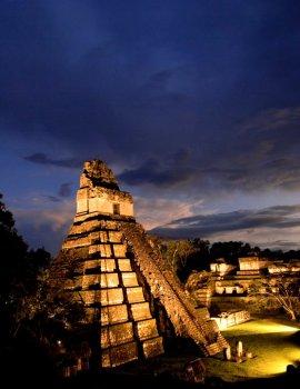 El Gran Jaguar en Tikal   pirámide Maya mundochapin imagen