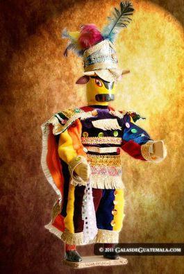 Foto por Mynor Marino Mijangos - Colores de Guatemala, artesanias del baile de moro en miniatura, que evoca los tiempos de la conquista.