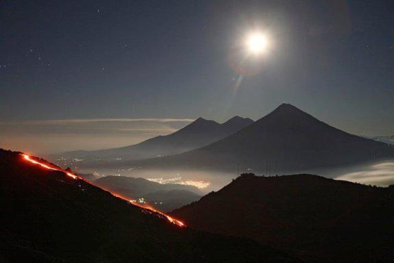 Foto por Archi S. - Actividad volcanica y la linea volcanica.