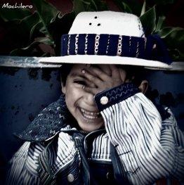 """Foto por Jonathan Nolasco """"El Mochilero"""" – La tímida sonrisa de un niño de Cuchumatan."""