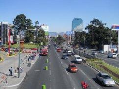Calzada Roosvelt en la Ciudad de Guatemal - Carlos Samuel Gomez G.