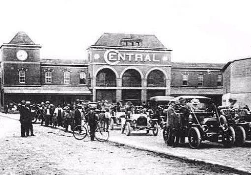La Central del ferrocarril - por Carlos Boche
