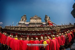 Procesion de la Consagrada Imagen de Jesús Nazareno de Los Milagros - foto por Maynor Marino Mijangos