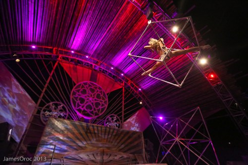 Lucent Dossier apresentando com Tipper no Fractal Planet, Burning Man, 2013