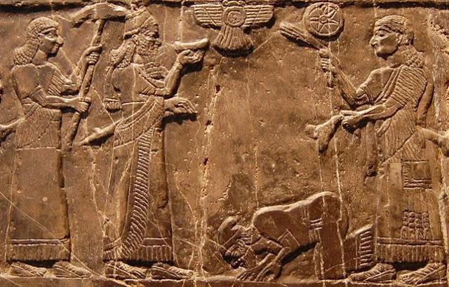 asiria La guerra en Siria e Irak, paralela al colapso del Imperio Asirio.