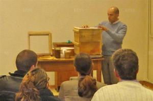 Parmi les ateliers proposés, comment fabriquer sa propre ruche. Photo DNA – A.K.