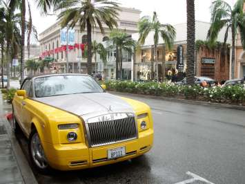 Rodeo Drive, Beverly Hills, living up to it's stereotype. Beverly Hills also has some very elegant areas indeed though. One of the most amusing moments of my career took place during a meeting at my hotel in Beverly Hills. That story is HERE