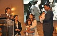 Aline Barros consagra sua filha Maria Catherine
