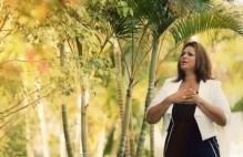 """""""Deixa Falar"""": assista ao novo clipe da cantora Beatriz"""