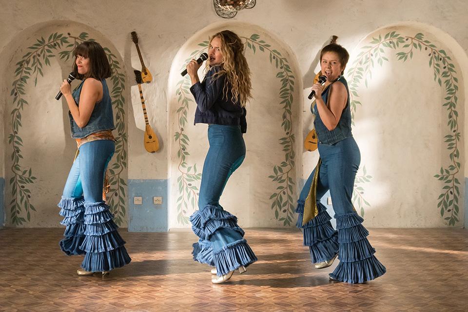 Jessica Keenan Wynn (mladá Tanya), Lily James (mladá Donna) a Alexa Davies (mladá Rosie) Mamma Mia! Here We Go Again