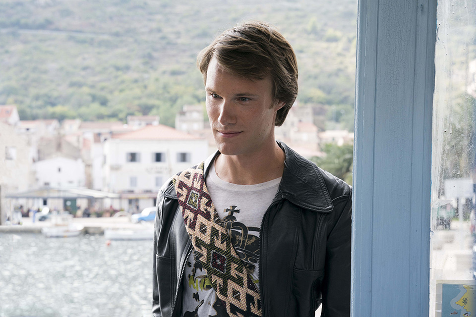 Hugh Skinner (mladý Harry) Mamma Mia! Here We Go Again