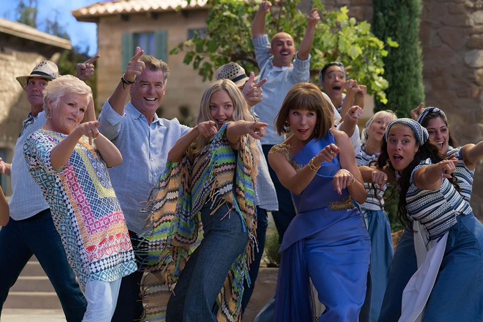 Julie Walters (Rosie), Pierce Brosnan (Sam), Amanda Seyfried (Sophie) a Christine Baranski (Tanya) Mamma Mia! Here We Go Again