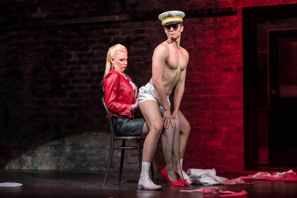 Pavel Režný se tentokrát převtělil do role profesionálního striptéra