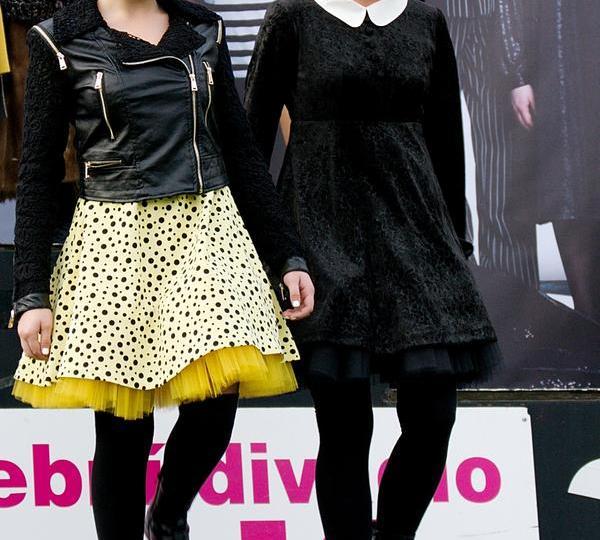 Veronika Mertová a Radka Coufalová jako Wednesday Addams