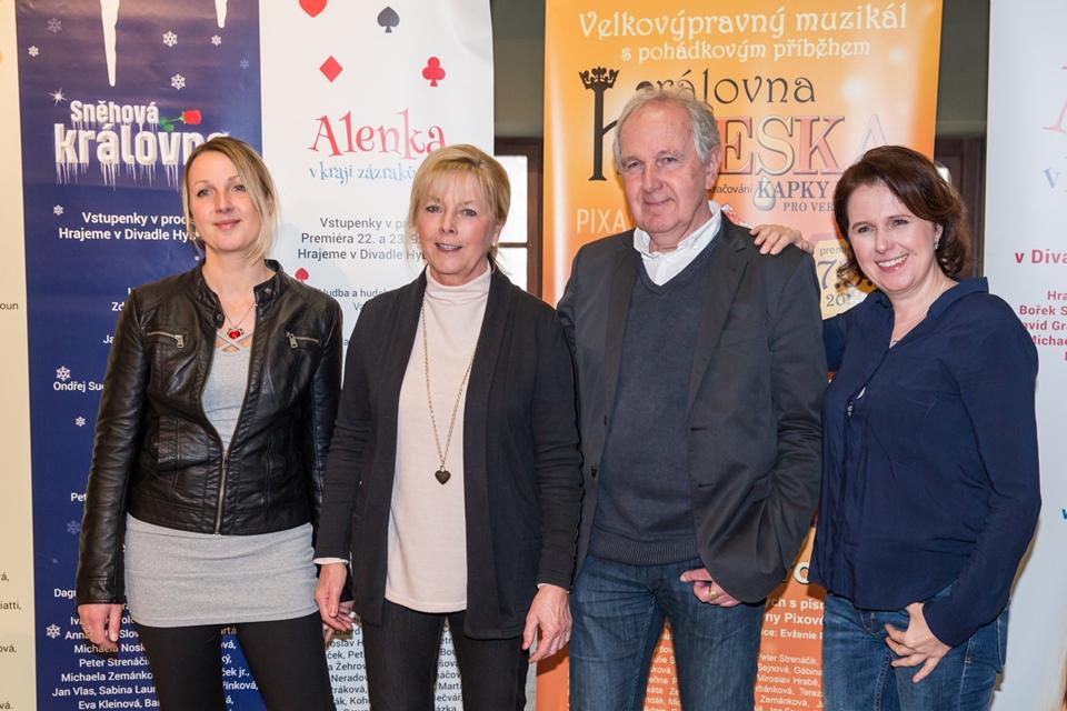 Kristýna, Alena, Jan a Lenka Pixovi