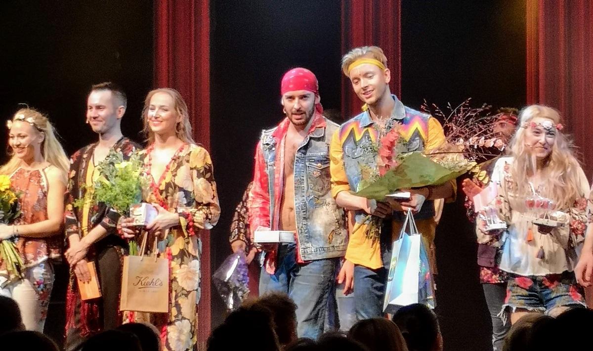 Diváci aplaudovali předpremiérám muzikálu VLASY v Divadle Kalich (+video)