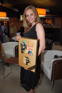 Monika Absolonvá pózuje se Zlatou deskou