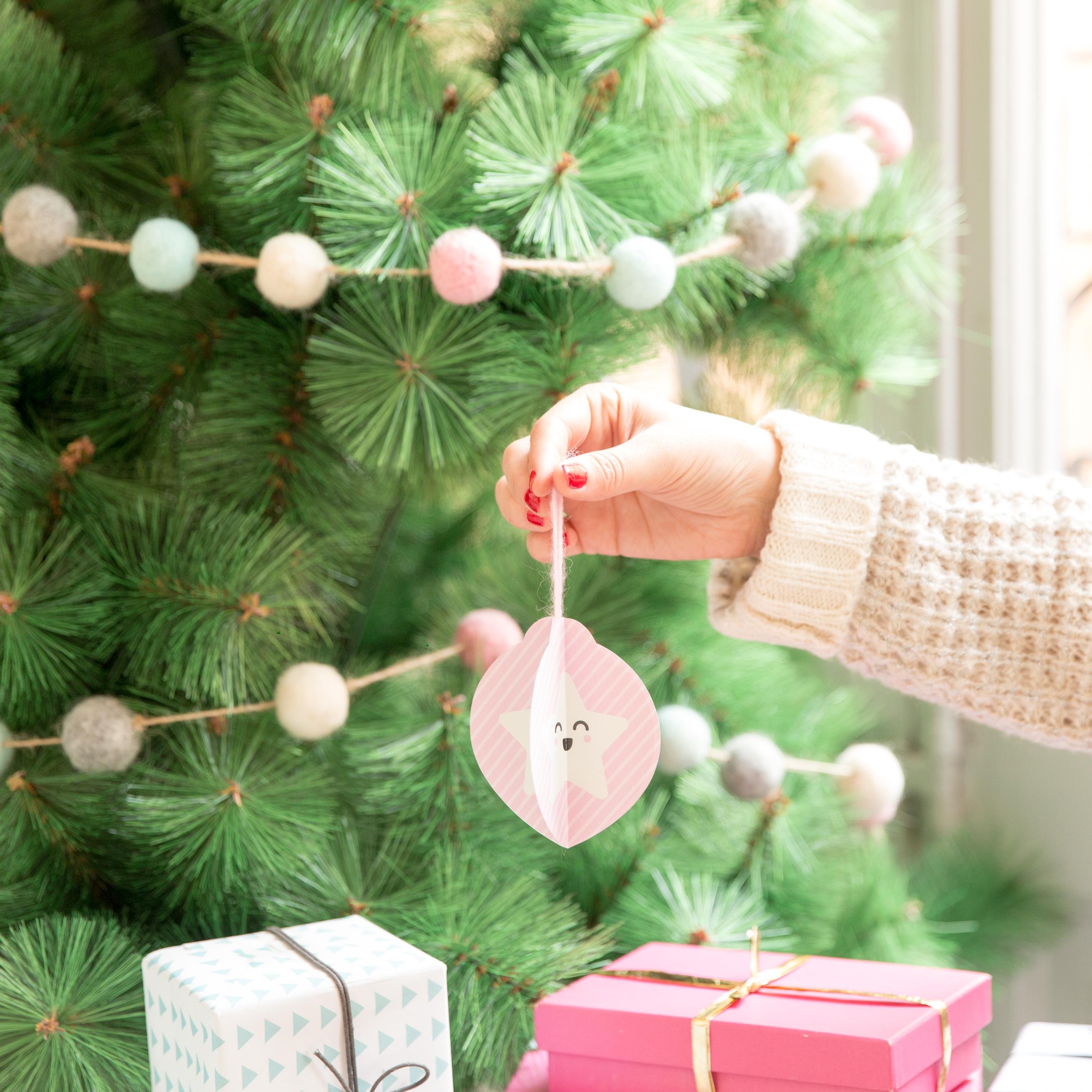 Descargable y tutorial para hacer adornos de papel para - Adornos de papel para navidad ...