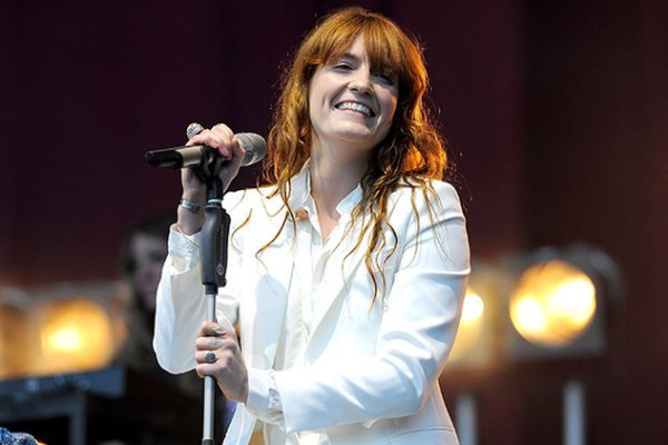 florence-and-the-machine-performance-Norwich-2015-billboard-650