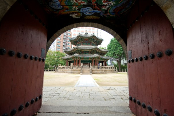 Hwanggungu, not too far of a walk from Deoksugung