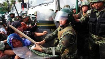 uyghur-women-attacked1