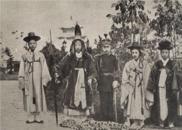 Uniforms in the late Joseon Dynasty