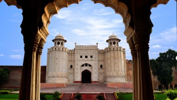 Lahore_Fort_complex_(including_Moti_Masjid,_Naulakha_Pavilion,_Sheesh_Mahal_and_others)