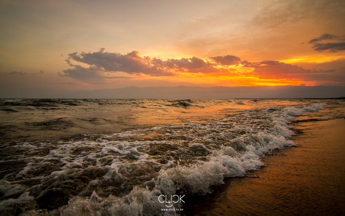African_Screens_Wallpapers_Bujumbura_Beach_Blog700px