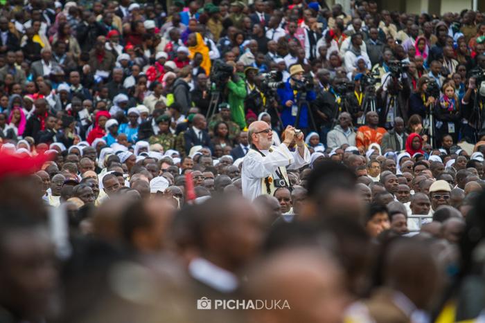 Papal_Mass_Pope_in_Kenya_Mwangi_Kirubi-25