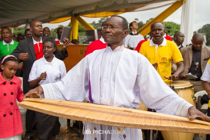 Papal_Mass_Pope_in_Kenya_Mwangi_Kirubi-33