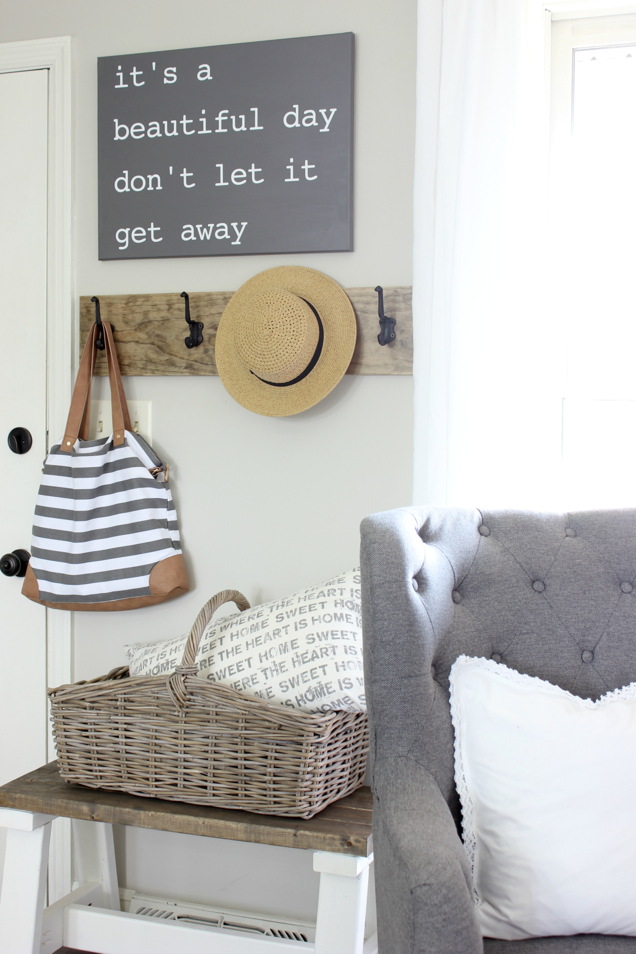 Eye Source Small Entryway Ideas To Make Tiny Space Ctional Page Small Outdoor Entryway Ideas Small Front Entryway Ideas houzz 01 Small Entryway Ideas