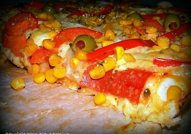Pizza cu pastrama de pui si masline