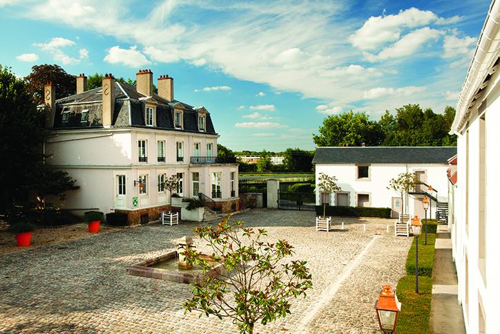 cour maison Rousseau