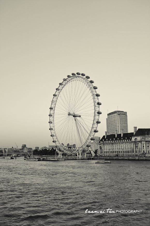 london-eye-bw