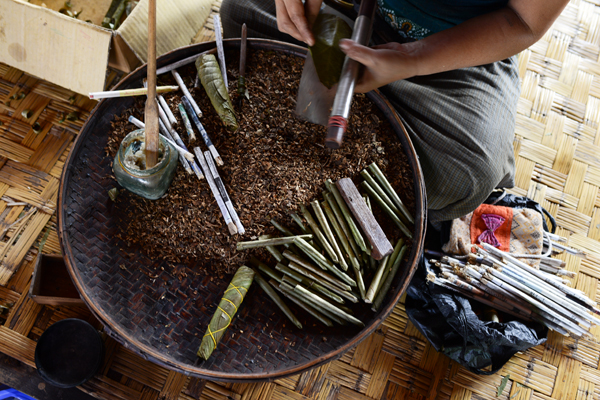 cheroot-making-inle-lake
