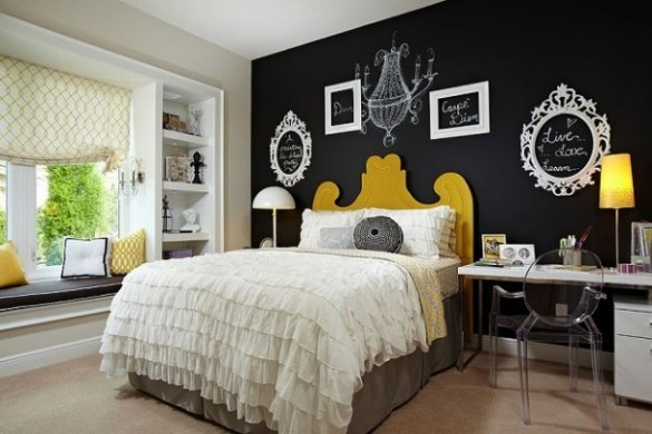 Bedroom-chalkboard-painted-wall-with-empty-picture-frames
